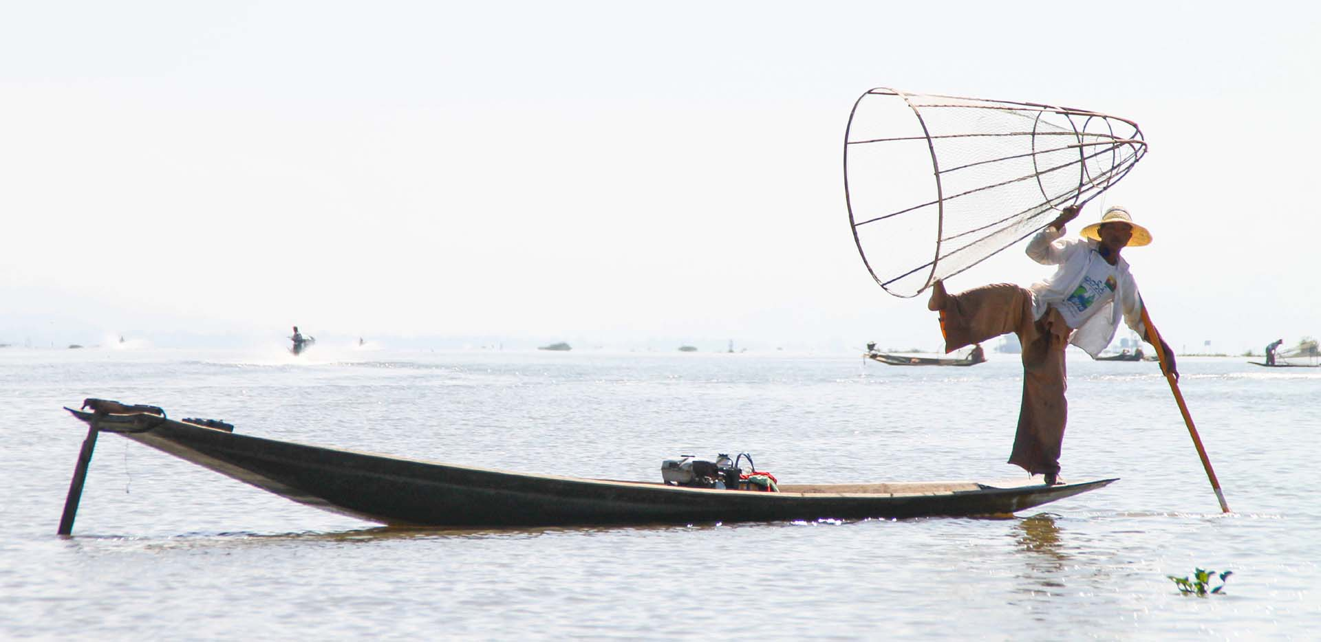 Leg Rowing Fisherman with Basket Net