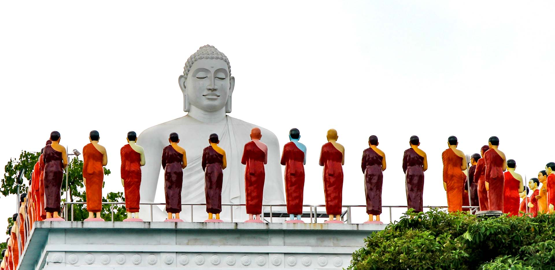 Market Rooftop Buddhas